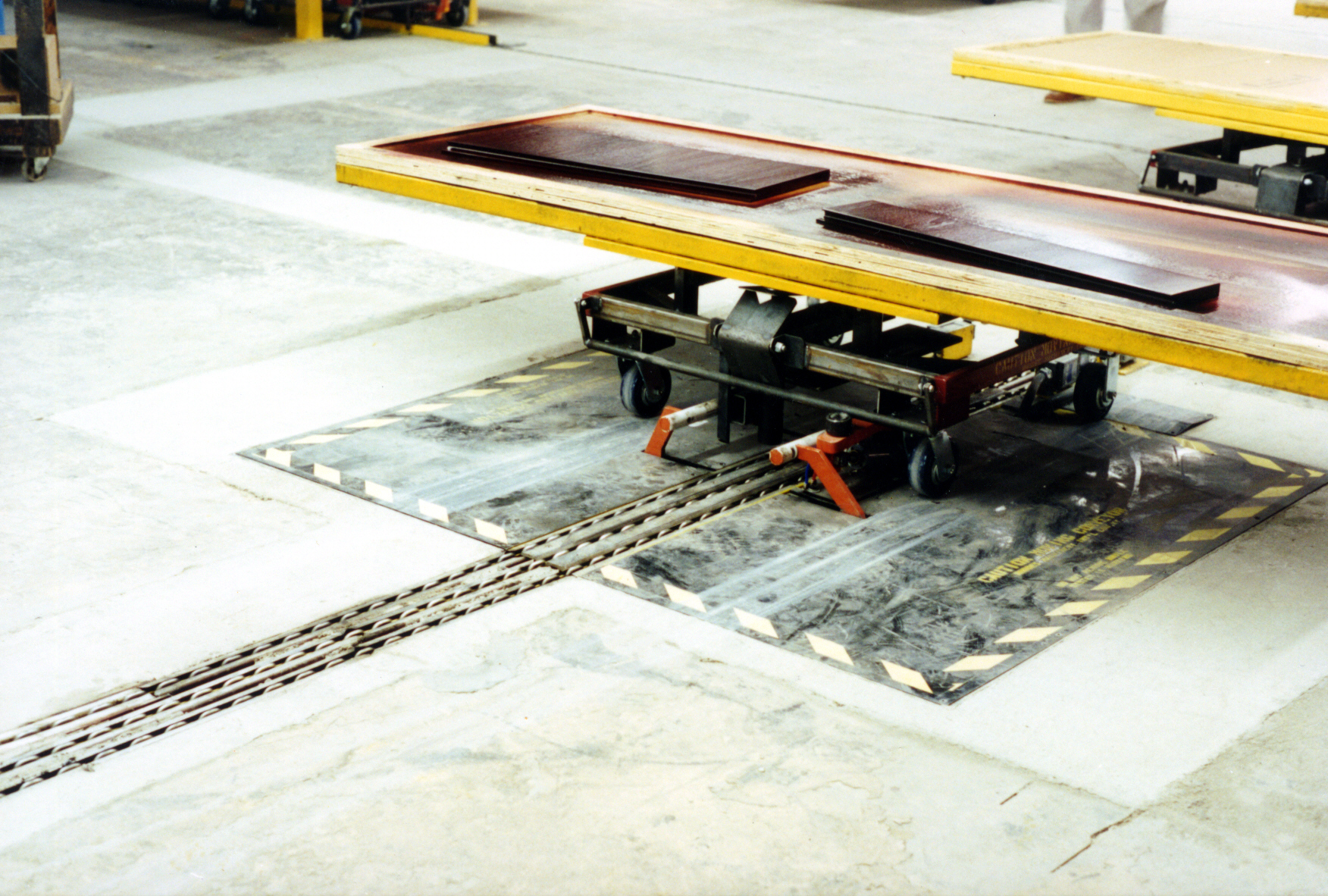 Downdraft Tables Grinding Dust CONTACT RSI TO LEARN MORE ABOUT THE CENTER TOW SYSTEM